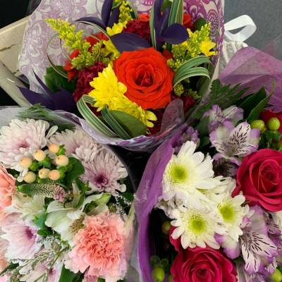 Bouquets, Hand-tied