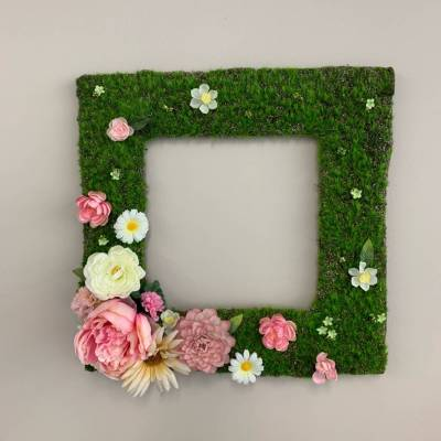Moss Frame, Pretty in Pink